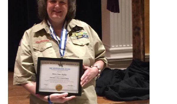 http://kentstroman.com/wp-content/uploads/2017/05/Alice-Ann-and-Award-2-600x353.jpg